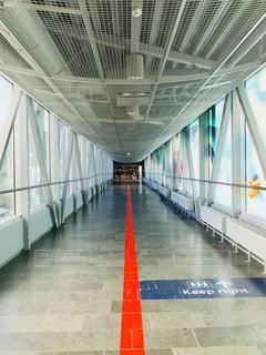 ヘルシンキ空港の通路の写真・画像素材[1219182]