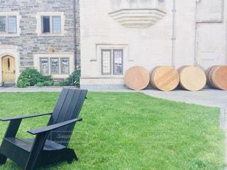 プリンストン大学内の芝生と椅子の写真・画像素材[1220943]