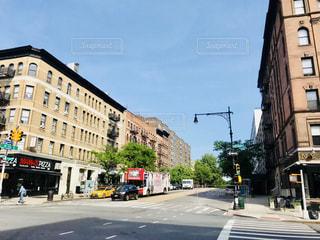 マンハッタン住宅街と観光バスの写真・画像素材[1256128]