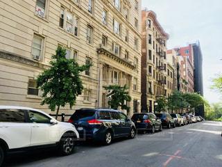 マンハッタン住宅街と縦列駐車の写真・画像素材[1256134]