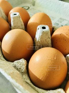 茶色の卵の写真・画像素材[1258607]