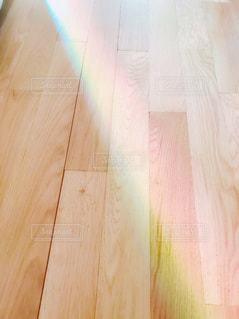 家の中にかかった虹の写真・画像素材[1259742]