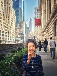 ニューヨーク図書館前の女の子の写真・画像素材[1262766]