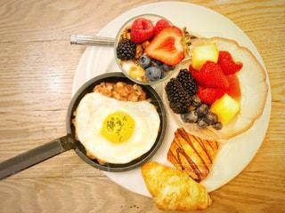 フルーツたっぷりの朝食の写真・画像素材[1289938]
