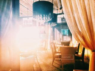 夕日,カーテン,幻想的,アメリカ,日差し,光,椅子,テーブル,シャンデリア,旅行,照明,レストラン,ホテル,天井,装飾,フォトジェニック,ペンシルベニア,インスタ映え