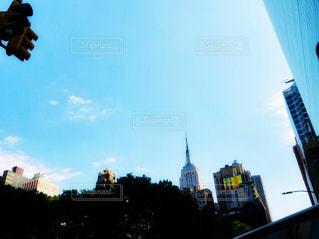 青空とエンパイアステートビルの写真・画像素材[1313283]