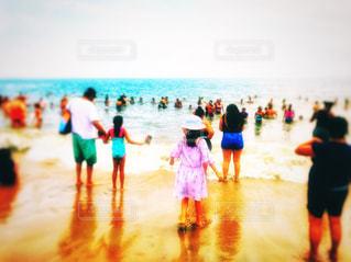 女性,風景,海,空,夏,ニューヨーク,群衆,屋外,ワンピース,ビーチ,青,砂浜,波,帽子,水面,水色,アメリカ,景色,女の子,人物,人,旅行,地面,グループ,ブルックリン,熱中症,フォトジェニック,コニーアイランド,インスタ映え,熱中症対策
