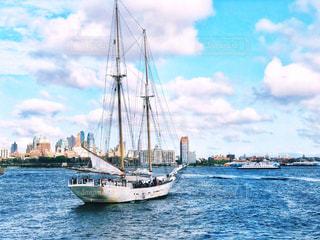 ニューヨークの海とヨットの写真・画像素材[1429714]