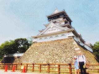 小倉城前でおじいちゃんと記念写真の写真・画像素材[1453064]