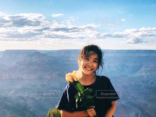 グランドキャニオンでバラと共に記念写真の写真・画像素材[1453490]