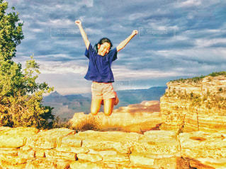 グランドキャニオンでジャンプ!ジャンプ!の写真・画像素材[1453516]