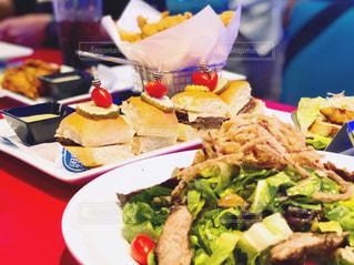 食べ物,ニューヨーク,食事,アメリカ,フード,テーブル,皿,食器,サラダ,パーティー,バーガー,ライフスタイル,食欲,フォトジェニック,食欲の秋,インスタ映え