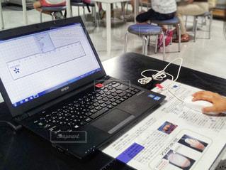 子ども,風景,屋内,景色,女の子,椅子,テーブル,机,パソコン,人,教室,ノートパソコン,デスク,PC,ライフスタイル,プログラミング,コンピューター,ラップトップ,マウス,学び,フォトジェニック,学習,インスタ映え,ノート パソコン,プログラミング教室