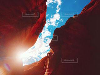 空,屋外,海外,雲,アメリカ,景色,光,旅行,未来,アンテロープキャニオン,渓谷,夢,陽射し,ポジティブ,アリゾナ,希望,日中,目標,フォトジェニック,キャニオン,可能性,アッパー・アンテロープキャニオン