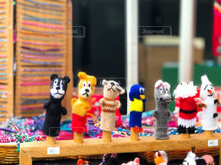 店でディスプレイ上のぬいぐるみの動物のグループの写真・画像素材[1592151]