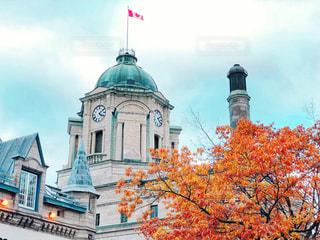 紅葉とケベックシティの建物の写真・画像素材[1605922]