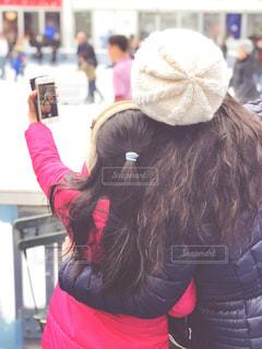 自撮りするロングヘアの親子の写真・画像素材[1654518]