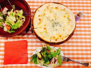 イタリアンレストランのチェックのテーブルクロスの写真・画像素材[1667311]