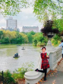 セントラルパークの橋の上での写真・画像素材[1667688]