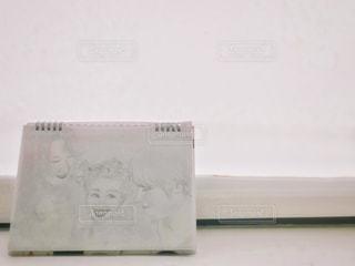 ニューヨーク,白,絵,アート,アメリカ,窓辺,NY,ホワイト,似顔絵,デッサン,スケッチブック,鉛筆画,画用紙,ロールスクリーン