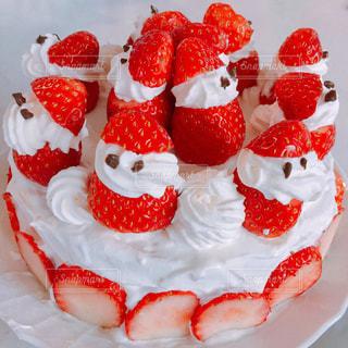 苺サンタのクリスマスケーキの写真・画像素材[1670652]