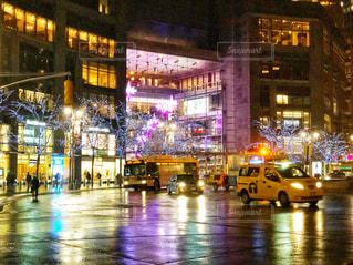 冬の雨の夜のコロンバスサークルの写真・画像素材[1705054]