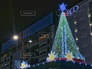 クリスマスシーズンの池袋駅の写真・画像素材[1710439]