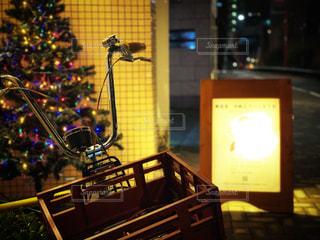 クリスマス前の夜の通りの写真・画像素材[1720227]