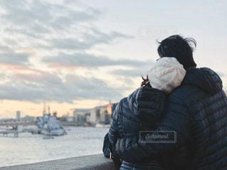 テムズ河を眺める夫婦の写真・画像素材[1783719]