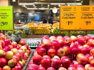 食べ物,ニューヨーク,屋内,海外,赤,黄色,アメリカ,美味しそう,フルーツ,果物,外国,りんご,林檎,店,果実,NY,マーケット,新鮮,マンハッタン,オーガニック,Apple,スーパー,食材,ホールフーズ,フレッシュ,リンゴ,whole foods market,果物売り場