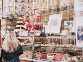 ケーキ屋さんのバレンタインの写真・画像素材[1816087]