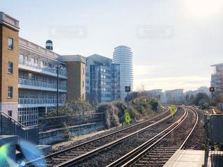 朝日を浴びる線路の写真・画像素材[2017694]