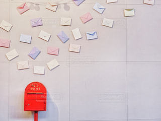 可愛いポストと手紙の写真・画像素材[2131150]
