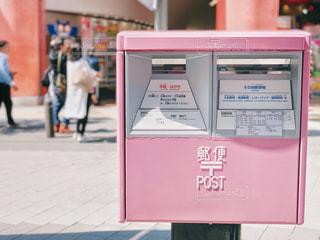 ピンクのポストの写真・画像素材[2132650]