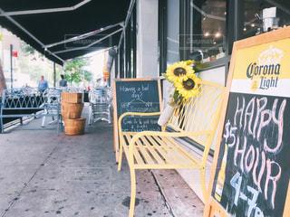 レストラン軒下の黒板の写真・画像素材[2177385]
