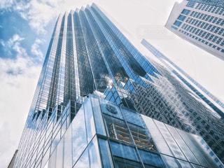 ストライプの超高層ビルの写真・画像素材[2184807]