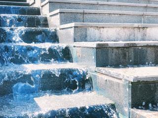 水が流れる階段の写真・画像素材[2203981]