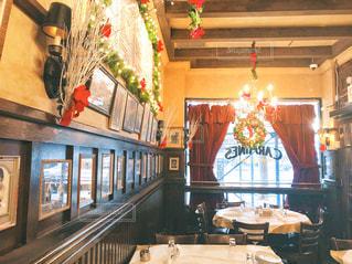 クリスマスシーズンのレストランの写真・画像素材[2211821]