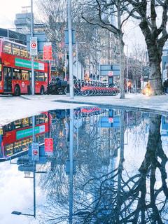 ロンドンの大きな水たまりの写真・画像素材[2237138]