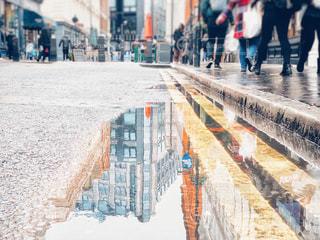 路面の水たまりの写真・画像素材[2266823]