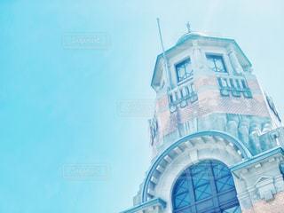 レトロな建物と青空の写真・画像素材[2489273]