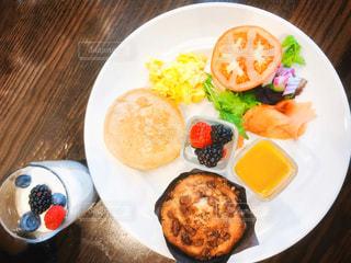 朝食プレートの写真・画像素材[2615711]