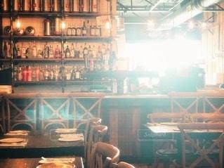 レストランに差し込む光の写真・画像素材[2679907]