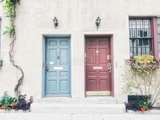 2つの扉との写真・画像素材[2780572]