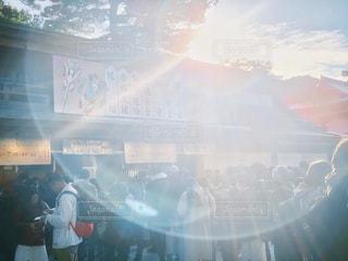 風景,空,冬,屋外,東京,太陽,神社,晴れ,晴天,日光,景色,日差し,光,人,人混み,お正月,初詣,フレア,快晴,明治神宮,参拝,お参り,冬空,日中,お宮参り,フォトジェニック,お詣り,インスタ映え