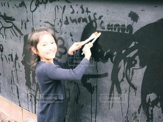 ファッション,風景,ニューヨーク,文字,海外,ワンピース,黒,スマイル,アメリカ,女の子,少女,観光,楽しい,英語,人物,人,外国,旅行,笑顔,黒板,NY,ポニーテール,ポートレート,休日,コーディネート,海外旅行,コーデ,手書き,ニット,落書き,9歳,筆,テキスト,ブラック,ボード,ブロンクス,黒コーデ,ブラックボード,ブロンクス動物園,水筆,ブロンクスズー