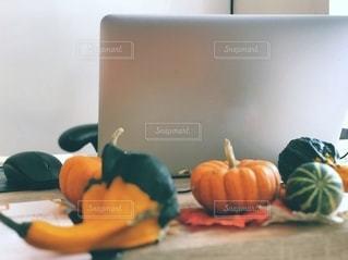 ハロウィン時のデスクの上の写真・画像素材[3334299]
