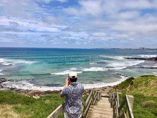 男性,海,空,後ろ姿,人物,背中,人,後姿,オーストラリア,フィリップ島