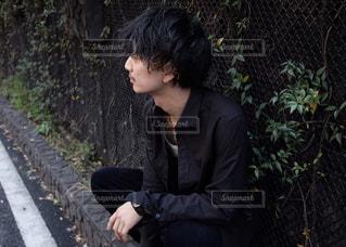 ベンチに座って女と男の写真・画像素材[1066799]