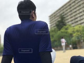 男性,スポーツ,後ろ姿,一人,野球,運動会,運動場,休憩時間